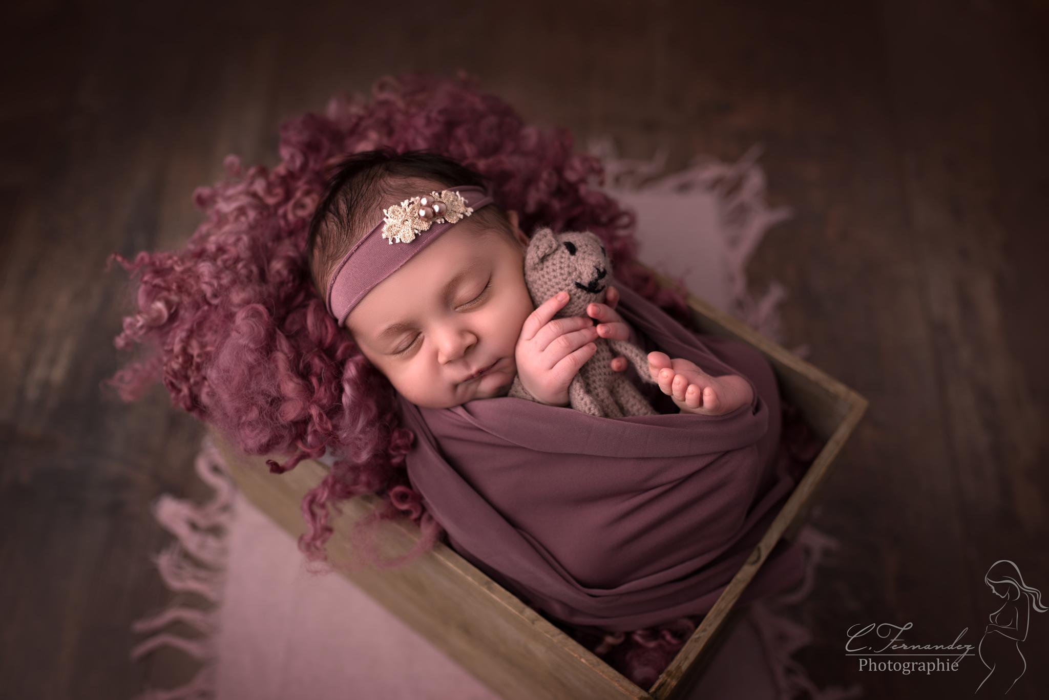 Photographe nouveau né Gemenos, phtotgraphe bébé Gémenos. Photographe spécialisée nouveau-né à Gémenos. Cindy Fernandez Photographe.