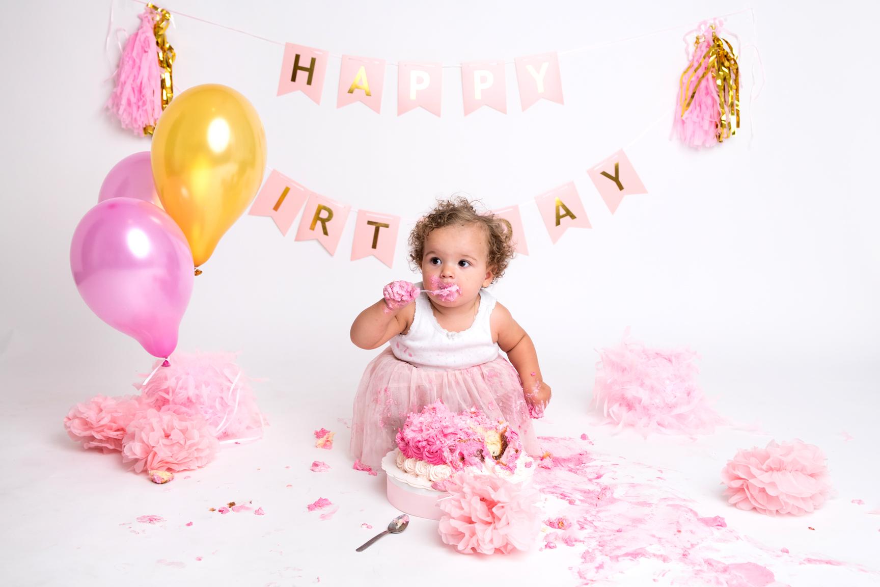Séance photo Smash the Cake par cindy Fernandez Photographe. Séance 1er anniversaire par Cindy FERNANDEZ Photographe. Séance photo anniversaire 1 an bébé par Cindy Fernandez Photographe. Anniversaire bébé.