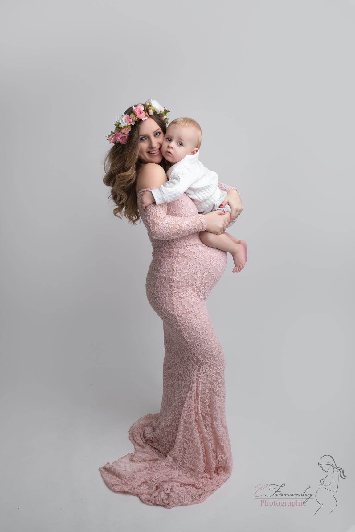 Séance grossesse studio à Peypin entre Aix et Aubagne par Cindy Fernandez Photograpge spécialisée grossesse, maternité, nouveau-né bébé et famille