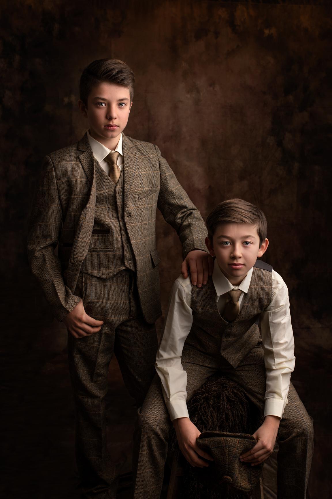 Portrait Fine Art 2 frères, séance portrait Peaky Blinders par Cindy Fernandez spécialiste Portrait Aix-en-provence