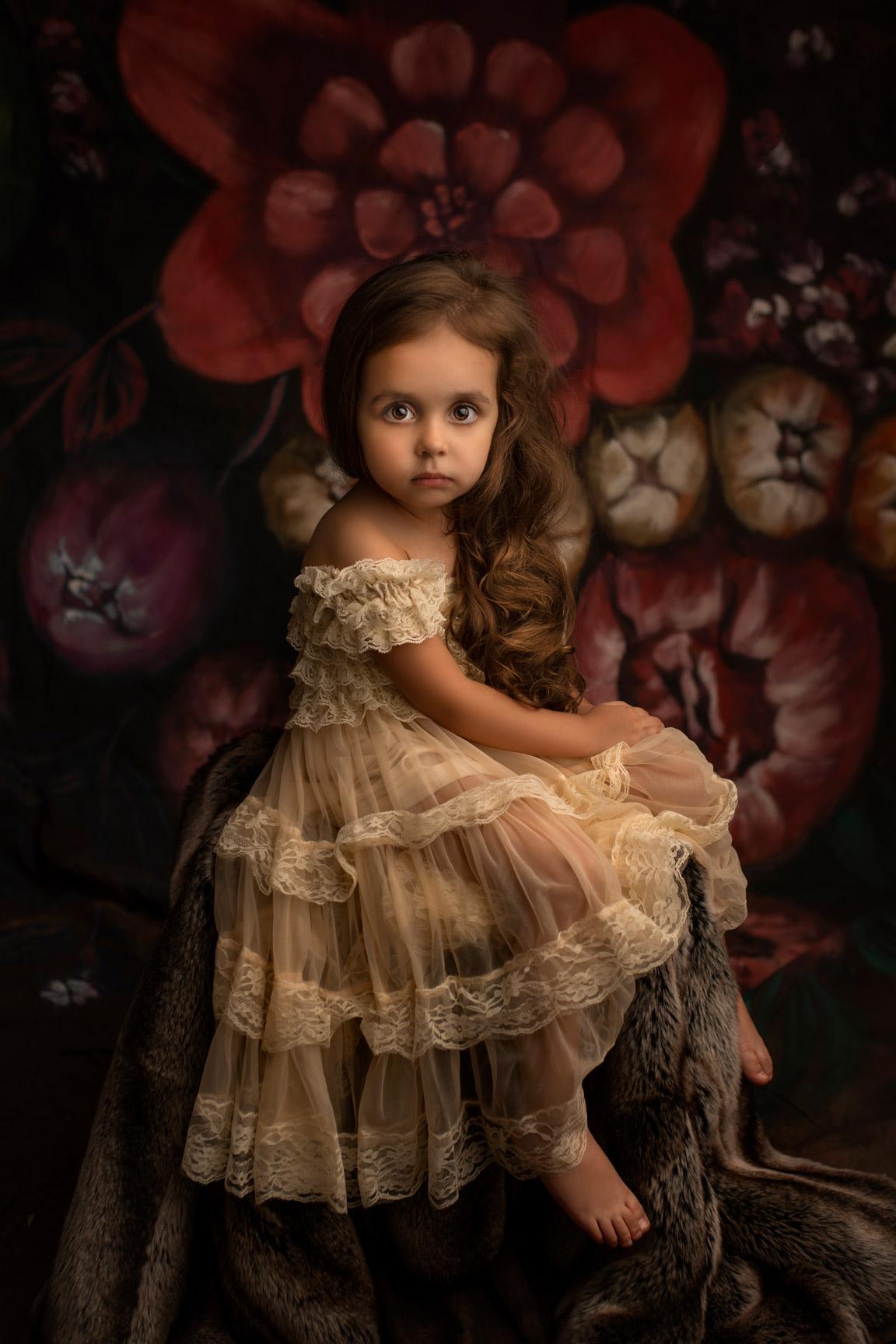 Séance Portrait Fine Art enfant d'une enfant aux cheveux longs. Enfants aux regard captivant par Cindy Fernandez Photographe Spécialiste du Portrait Fine Art aix-en-provence